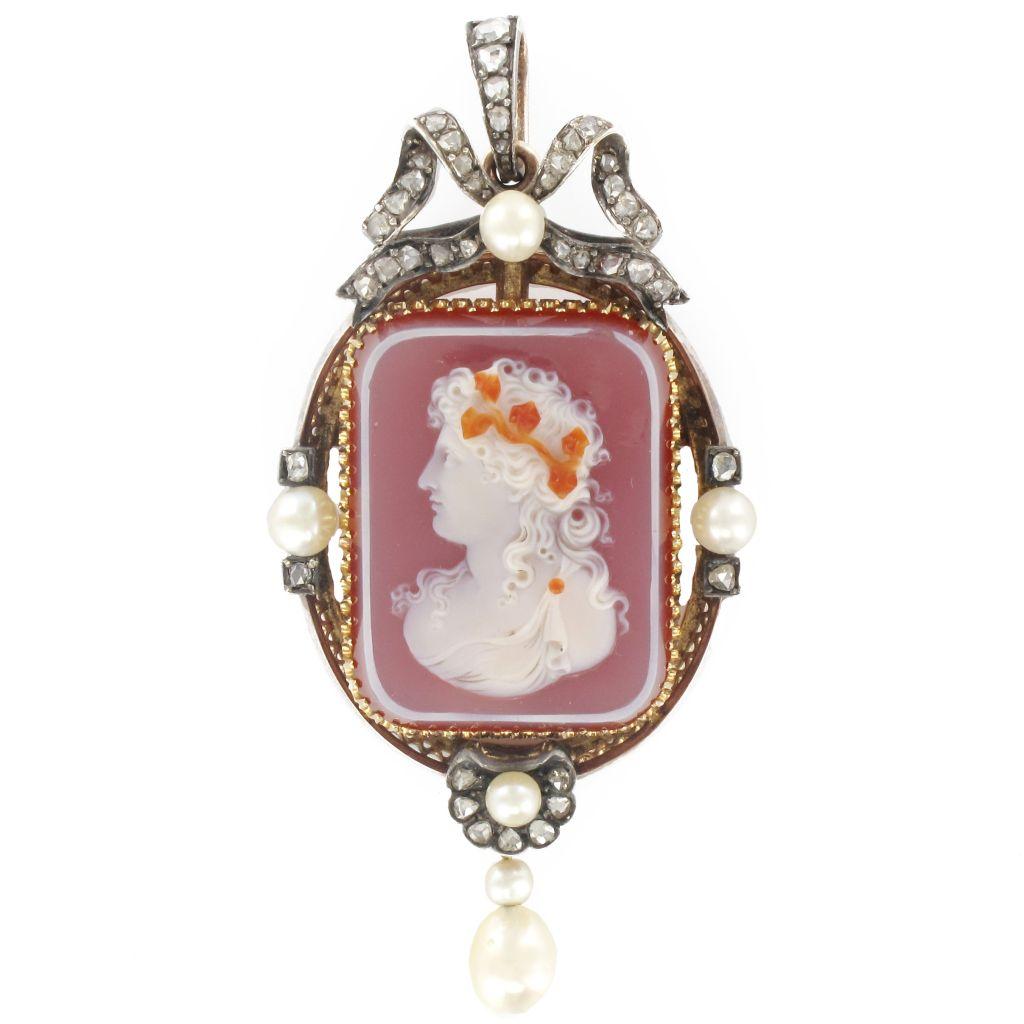 Broche camée diamants et perle fine