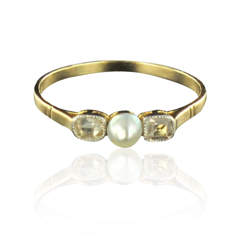 Bague perle fine et diamants or jaune