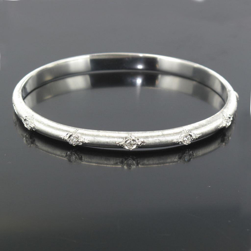 Bracelet jonc diamants or blanc satiné