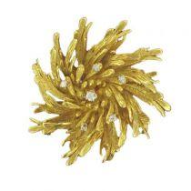 Broche ancienne fleur ciselée or et diamants
