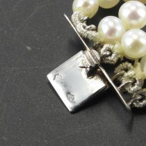 Collier en perles fermoir broche diamants