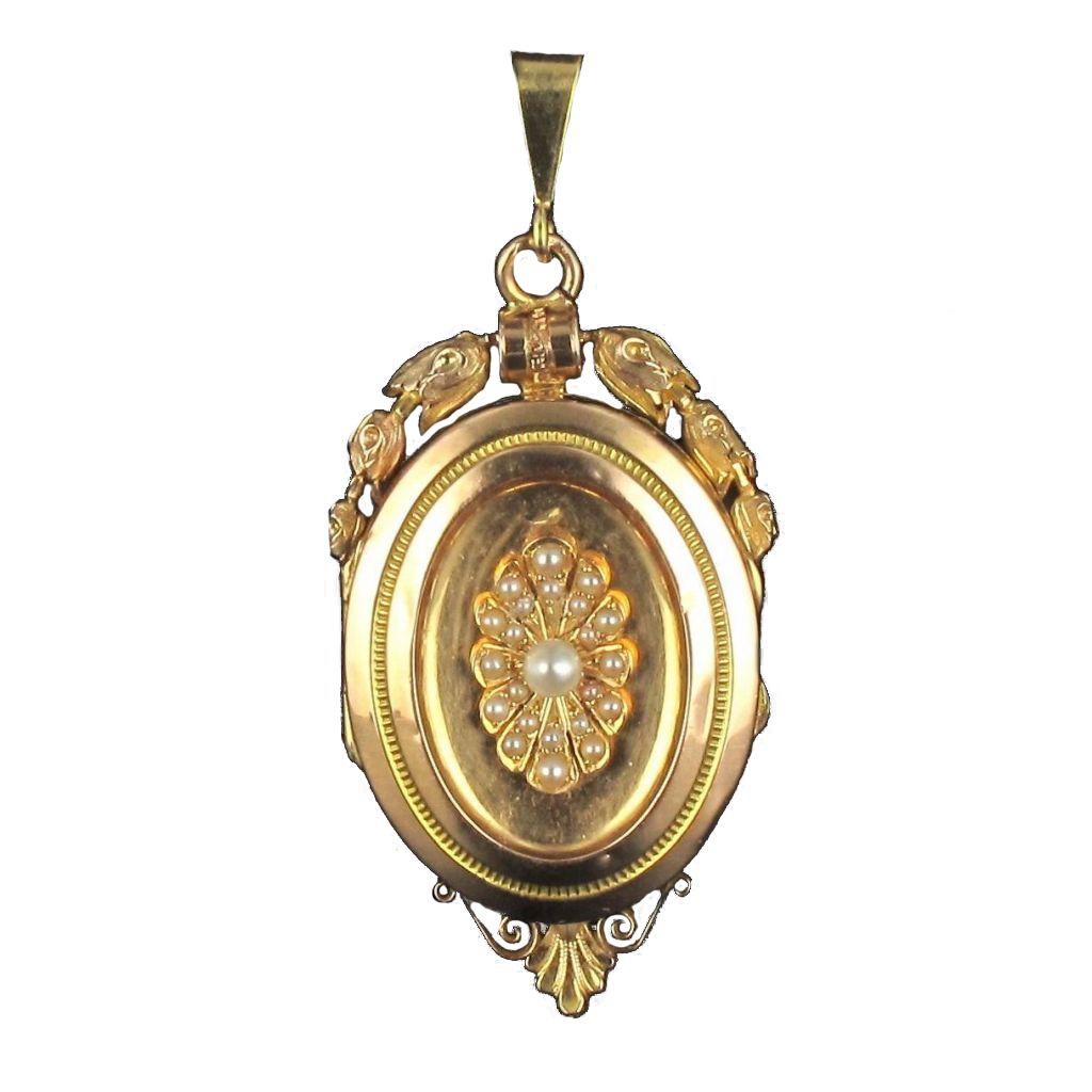 Médaillon ovale en or et perles