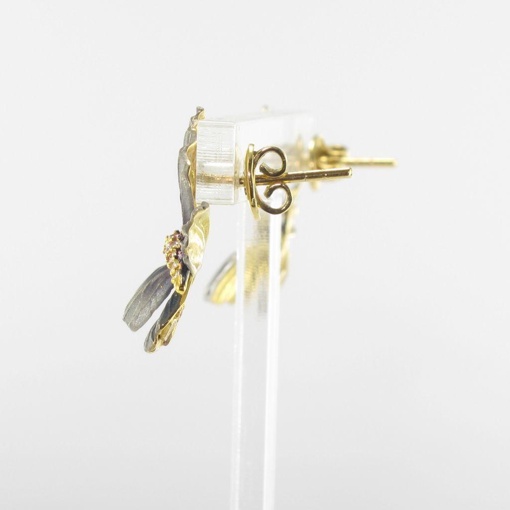 Boucles d'oreilles papillons en or, émail et diamants