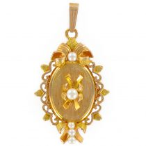 1960's Cultured Pearls Medallion