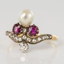 Bague ancienne duchesse rubis diamants et perle fine