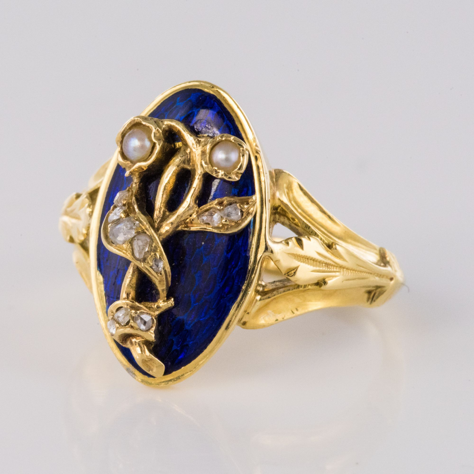 Bague ancienne émail bleu perles fines et diamants