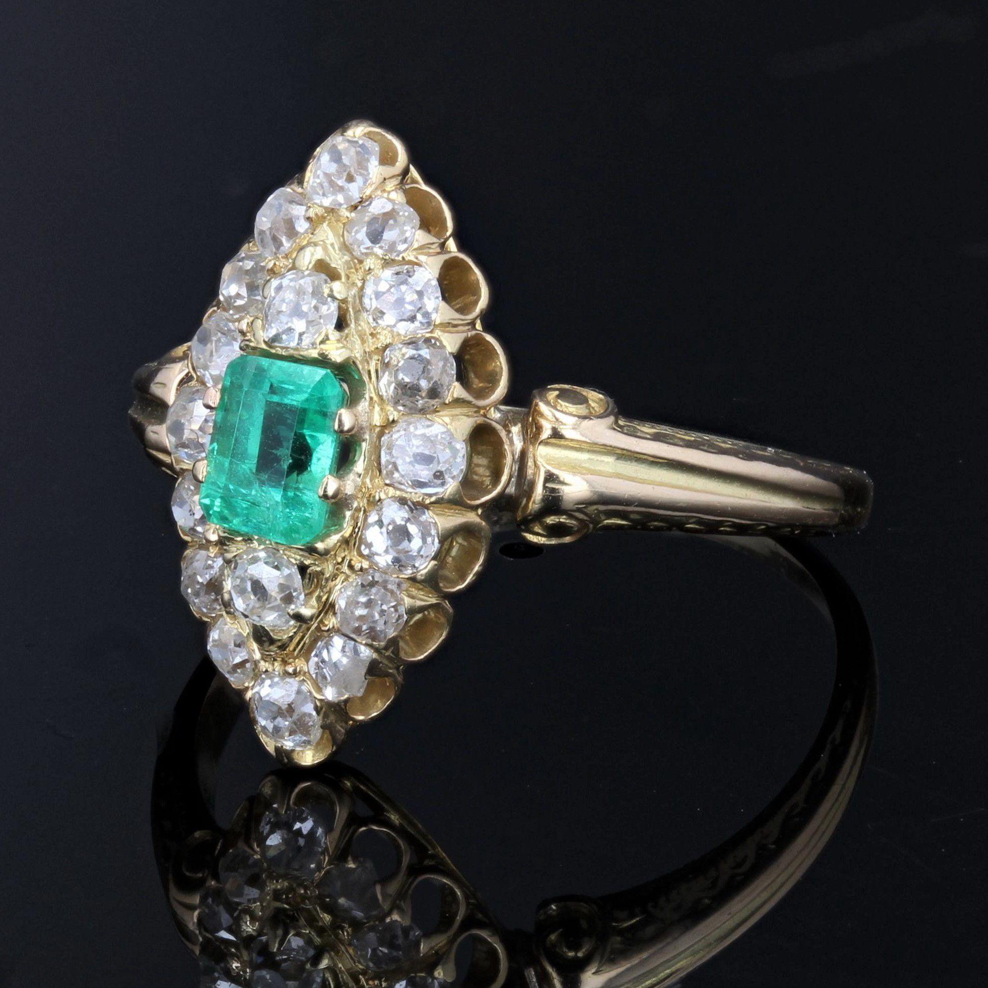 Bague ancienne marquise émeraude diamants