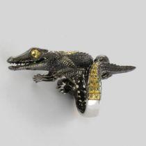 Bague crocodile argent noir péridots