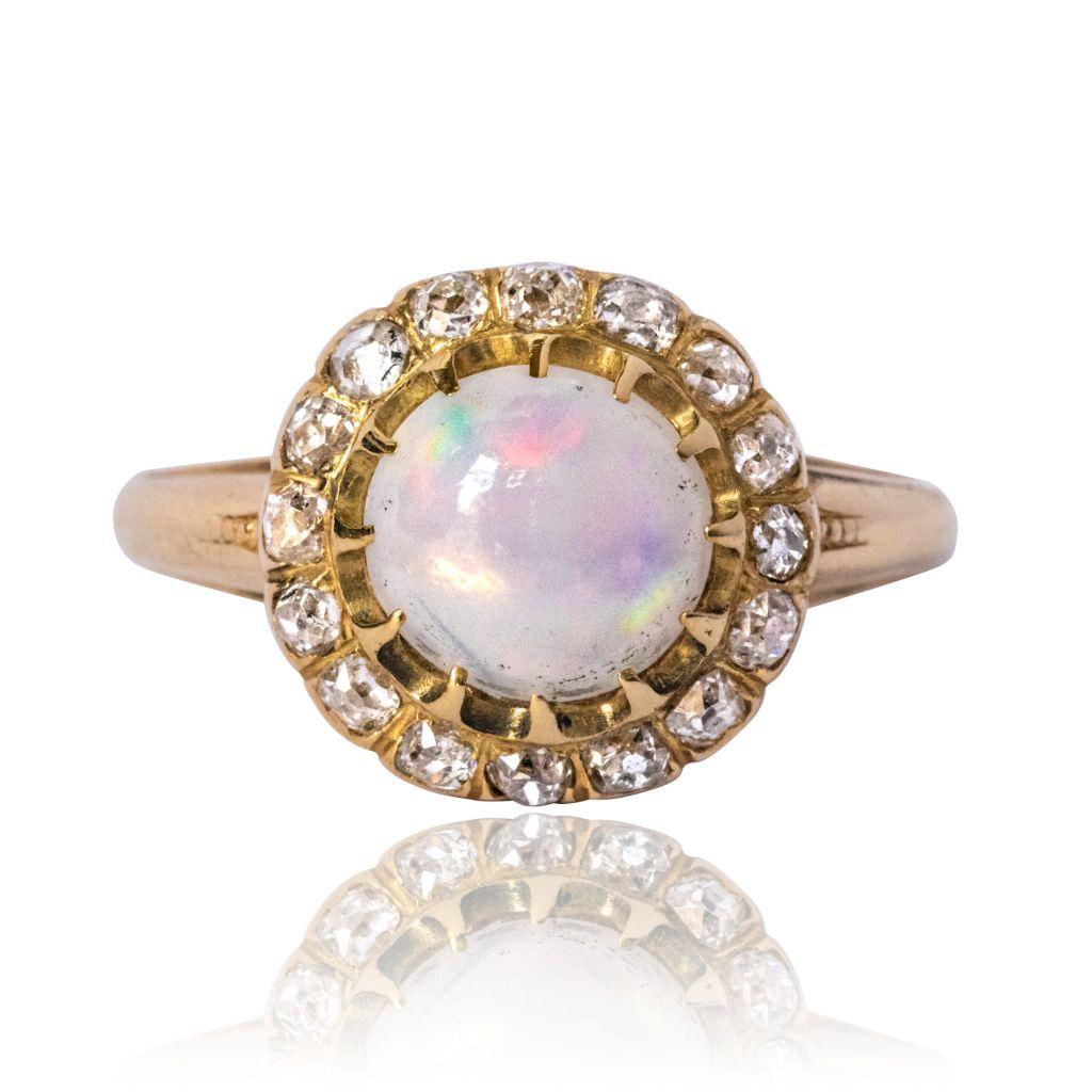 Bague de fiançailles opale et diamants
