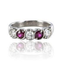 Bague jarretière rubis diamants