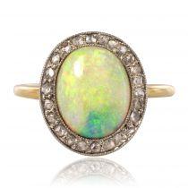 Bague opale entourage diamant