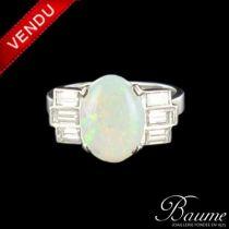 Bague opale et diamants baguettes