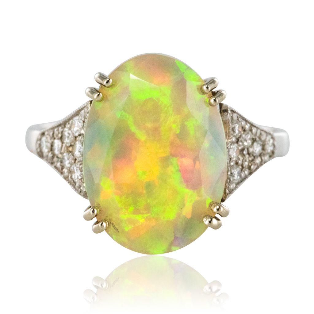 Bague opale facetée et diamants