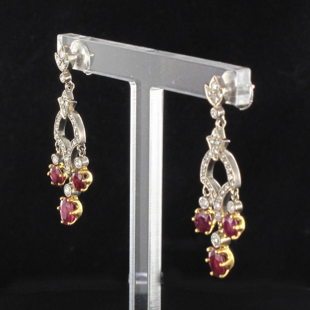 Boucles d 'oreilles pendantes rubis et diamants