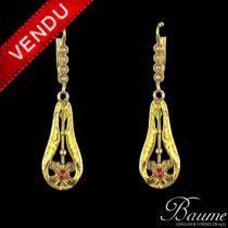 Boucles d 'oreilles pendants or, perles et rubis de synthèse