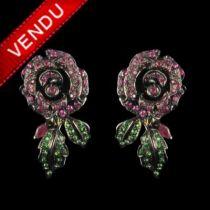 Boucles d 'oreilles roses serties de rubis et grenats tsavorites