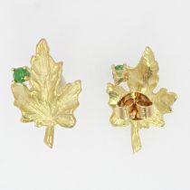 Boucles d\'oreilles feuilles de vigne et émeraudes