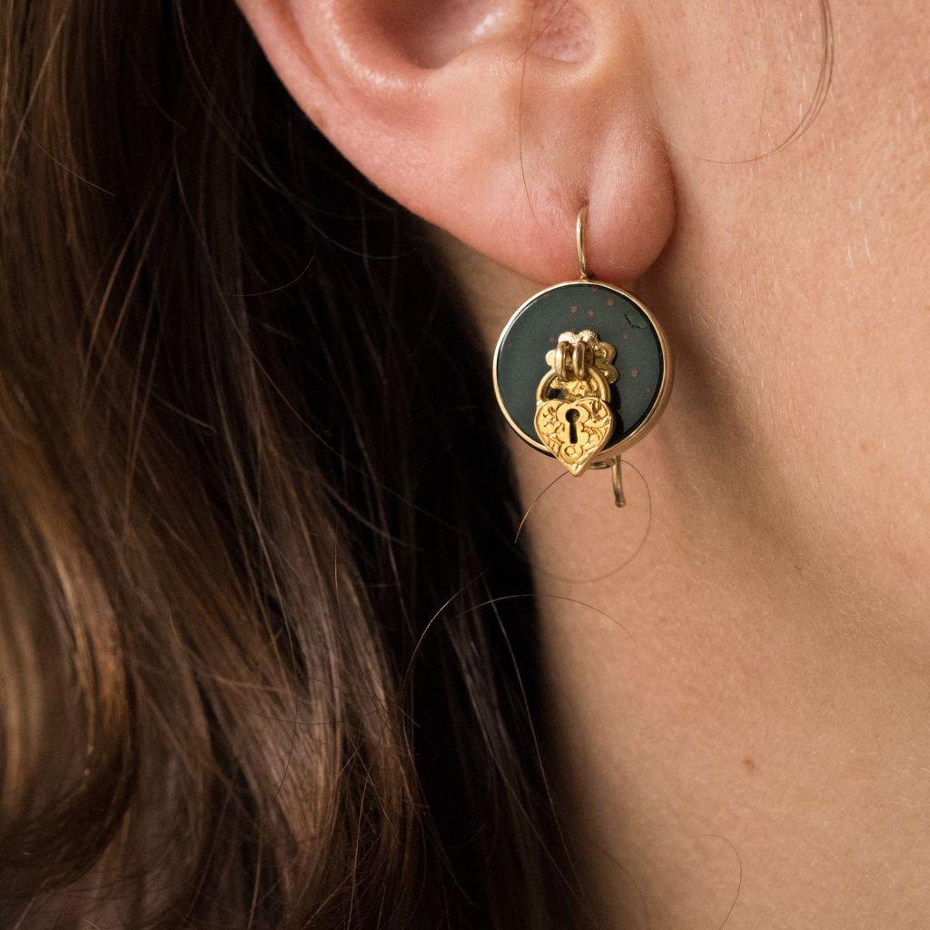 Boucles d\'oreilles jaspes sanguins et cadenas
