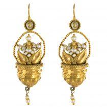 Boucles d\'oreilles paniers d\'or et de perles
