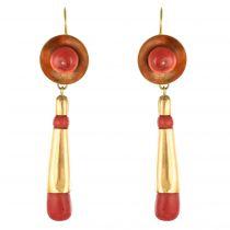 Boucles d\'oreilles pendantes corail et or