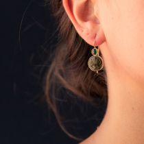 Boucles d\'oreilles tourmalines et camées sur pierre de lave