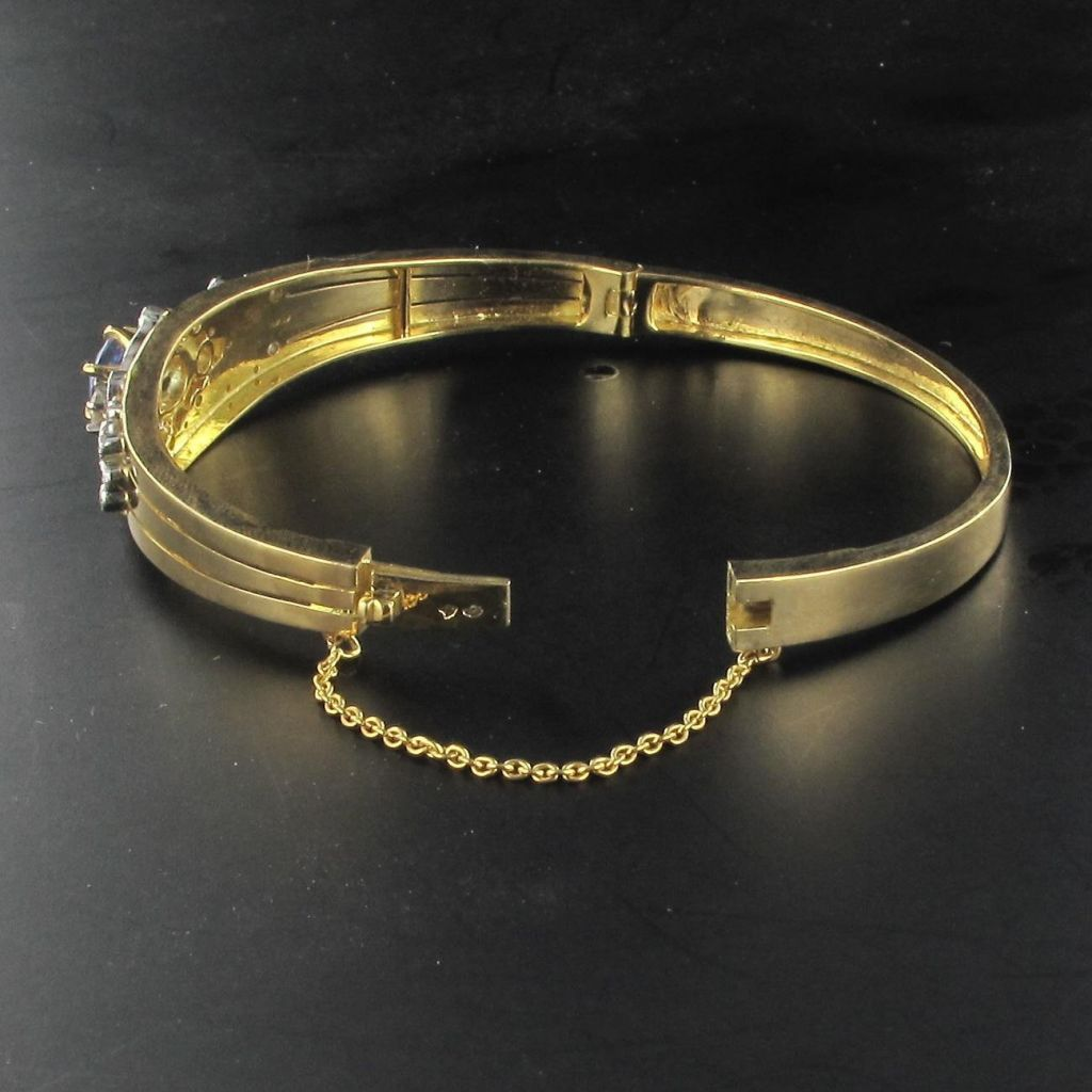 Bracelet jonc en or, motif saphir et diamants