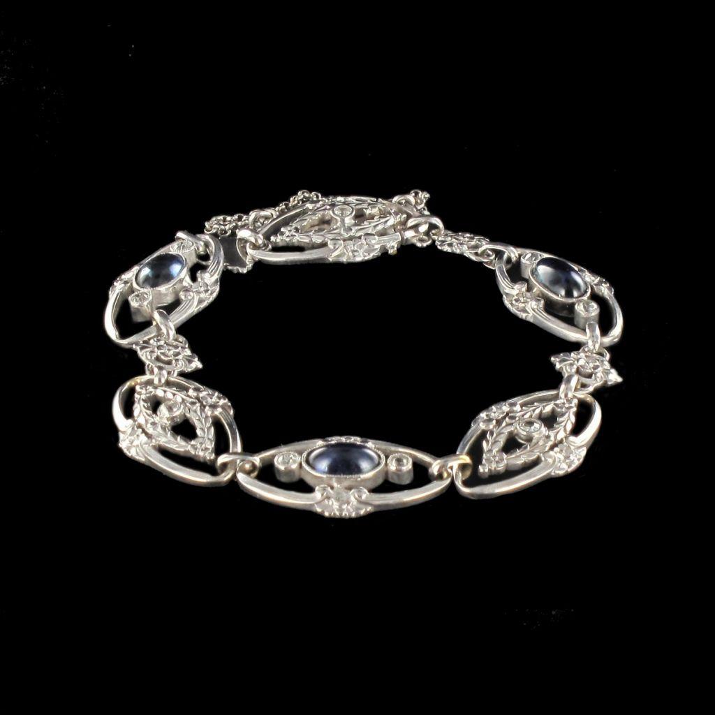Bracelet platine saphirs cabochons et diamants