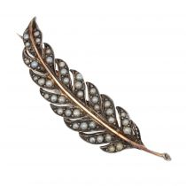 Broche ancienne perles fines feuille