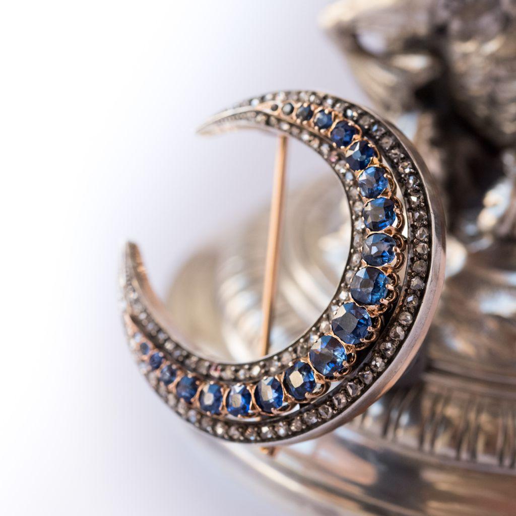 Broche croissant saphirs et diamants