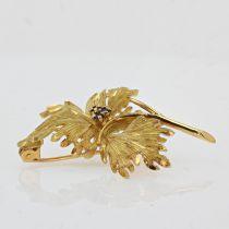 Broche en or feuille saphirs