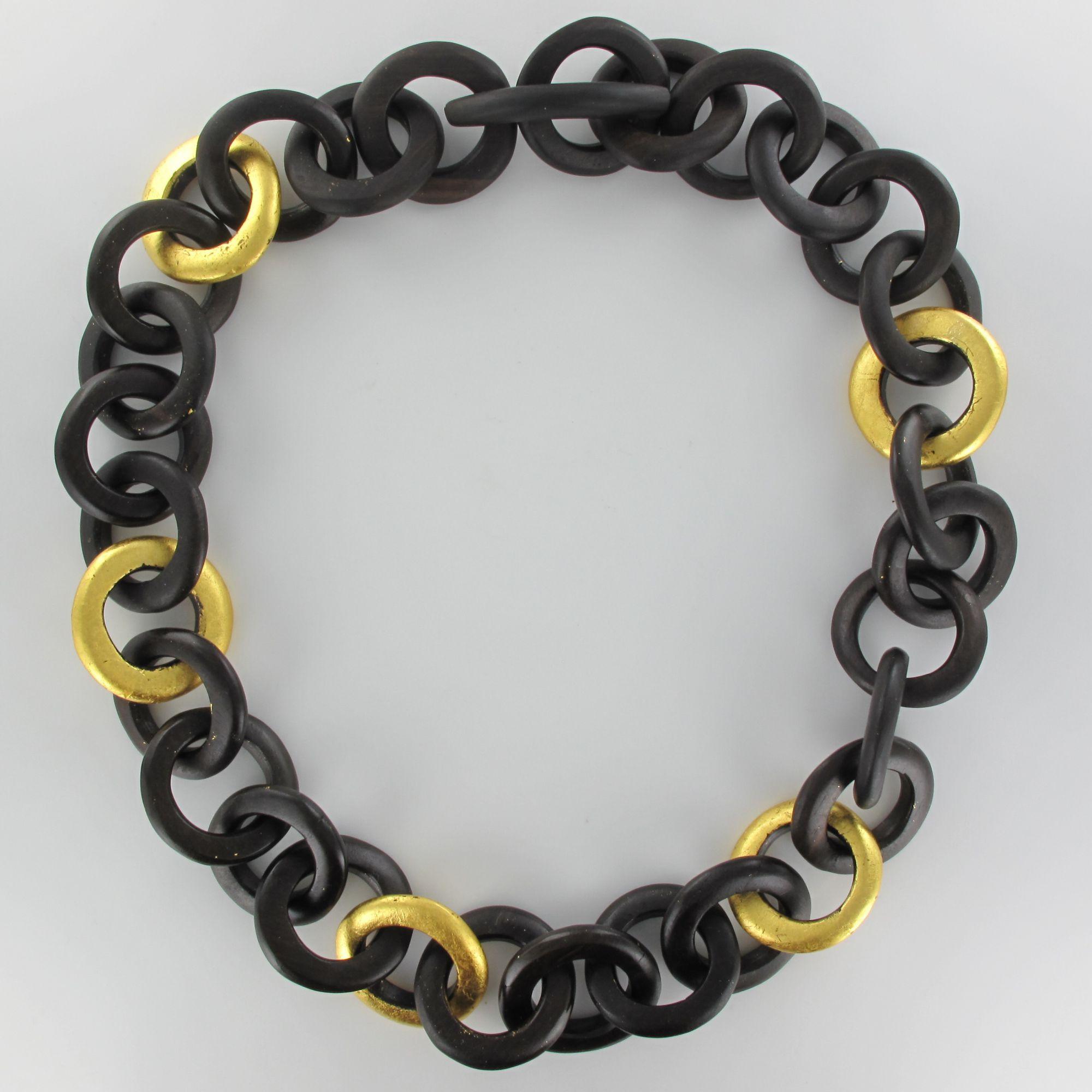 Collier cercles d\'ébène et feuille d\'or