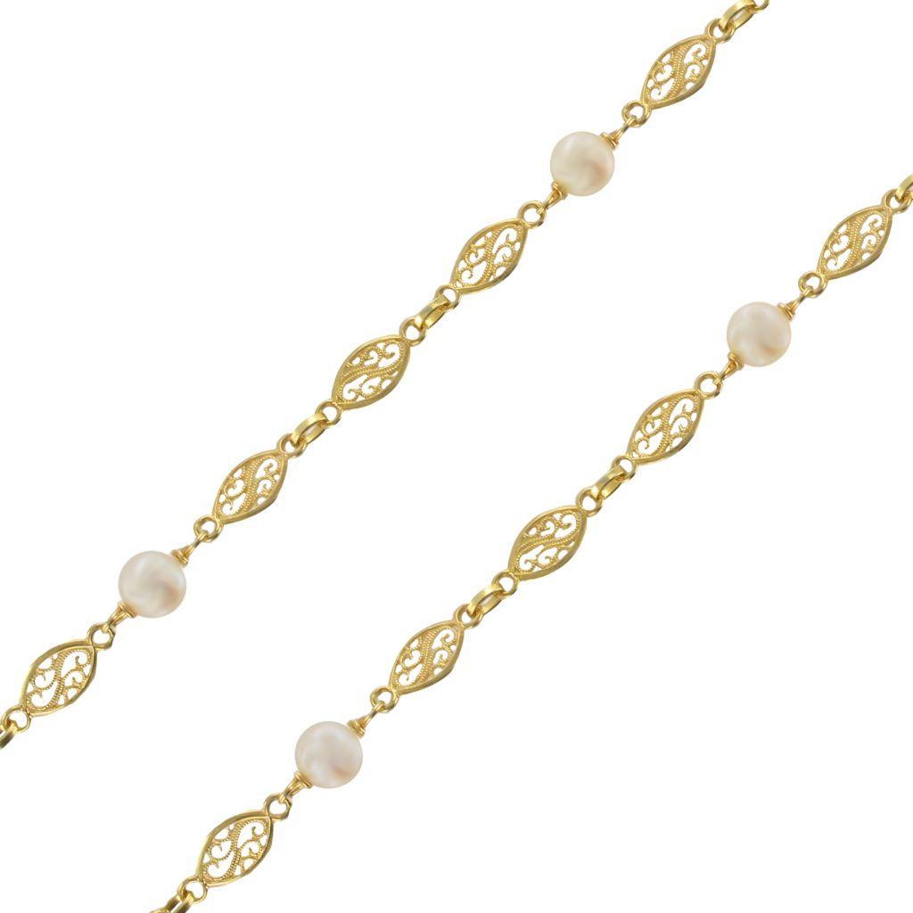 Collier en or jaune à motifs filigranés et perles