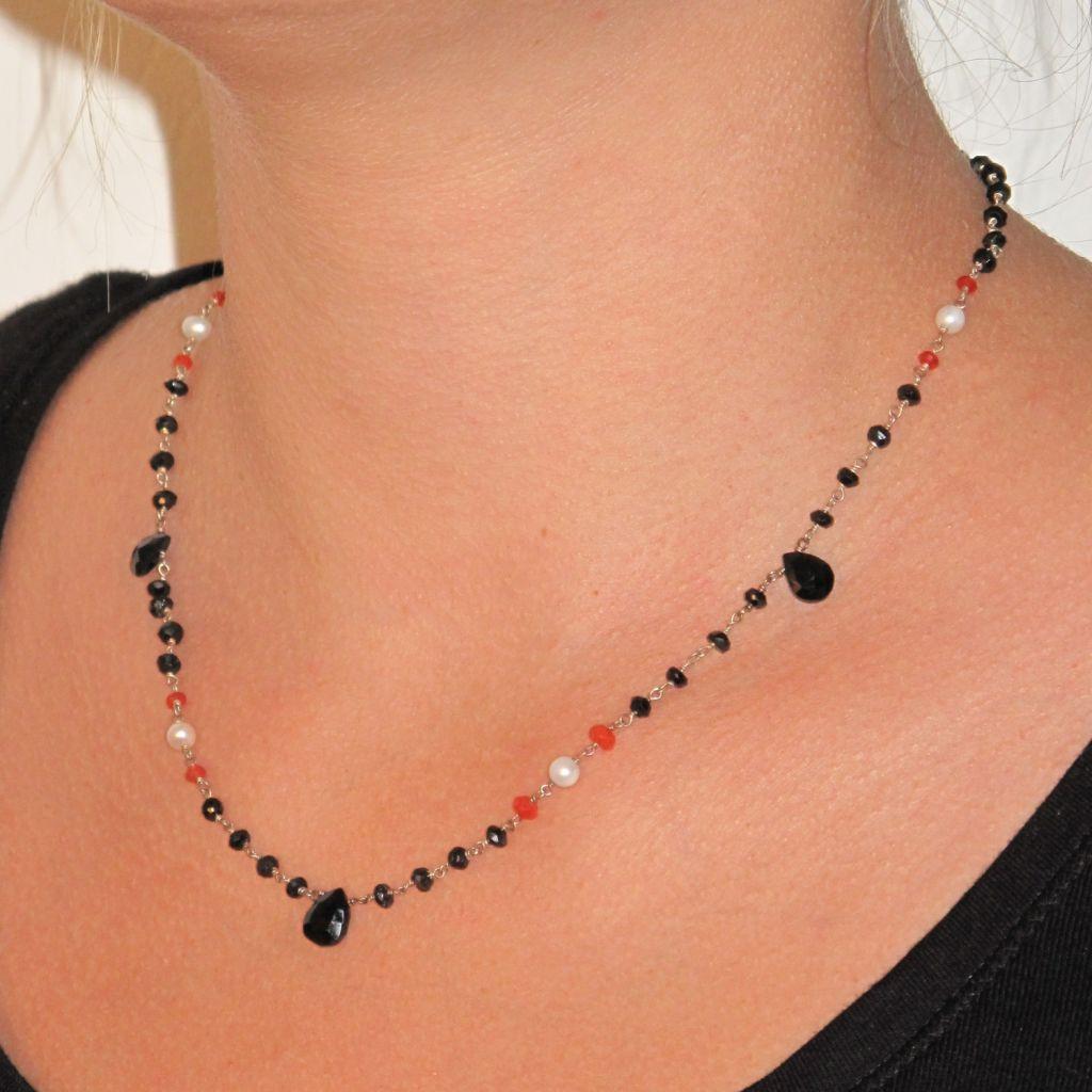Collier onyx, calcédoines et perles