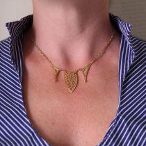 Collier or jaune motif filigrané