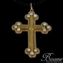 Croix en or jaune et perles