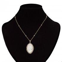 Médaille ancienne en nacre et sa chaine aux perles fines