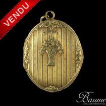 Médaillon 1900 en or