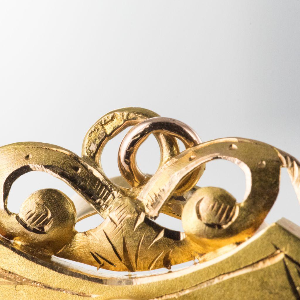 Médaillon ancien blason et décors floraux