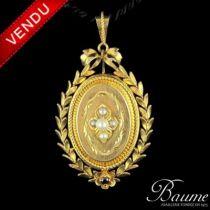 Médaillon en or, perles fines et grenat