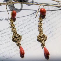 Pendants d\'oreilles anciens corail et or