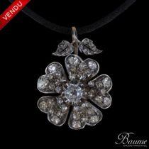 Pendentif ancien fleur d 'églantine en diamants