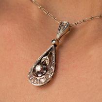 Pendentif ancien goutte diamants et sa chaine