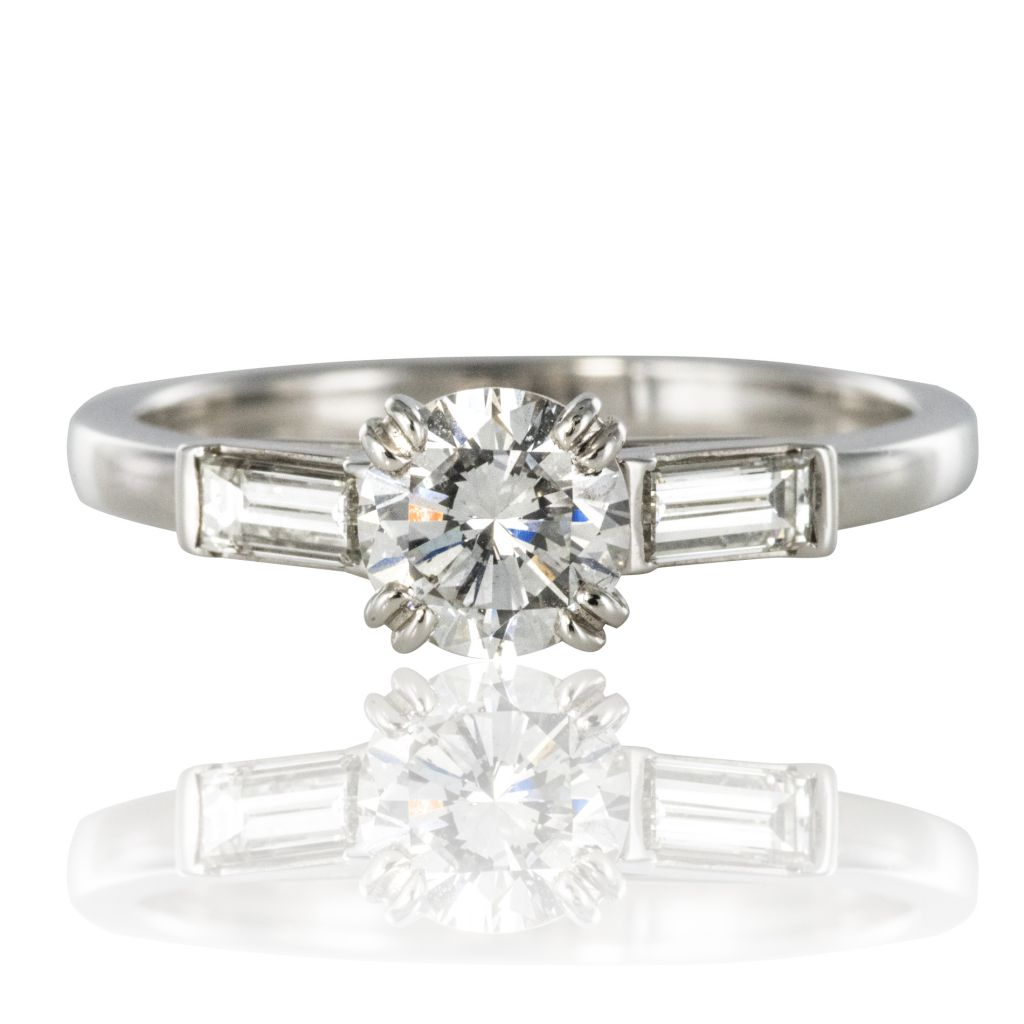 Solitaire diamant et diamants baguette