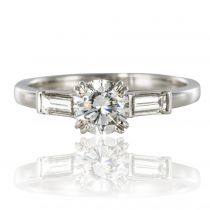 Solitaire diamant et diamants baguette